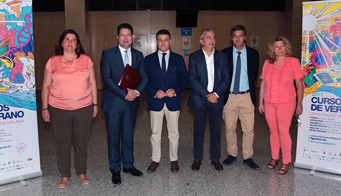 Fabian Picardo, segundo por la izquierda, junto a otros participantes en los Cursos de Verano