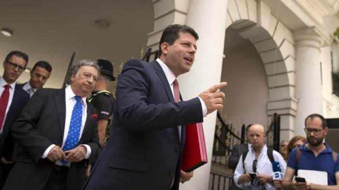 Picardo se dirige a un grupo de periodistas, en una imagen de archivo