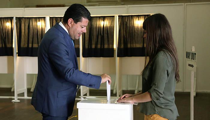 Picardo vota en las elecciones europeas. Foto InfoGibraltar