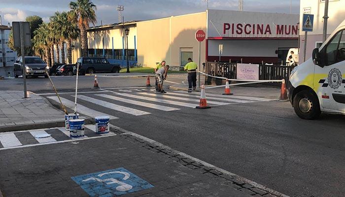 Imagen del pintado de los pasos de peatones