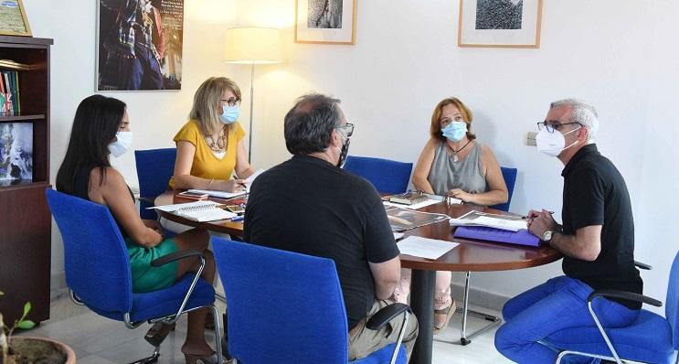 Imagen de la reunión mantenida por el jurado literario