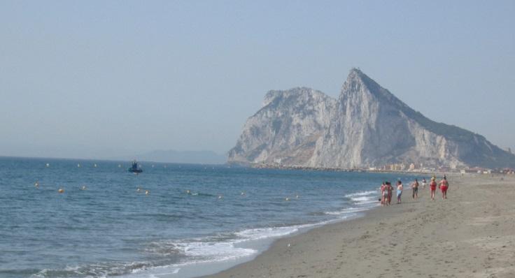 Imagen de la playa afectada en La Línea de la Concepción