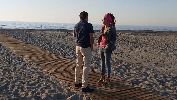 La concejal de Medio Ambiente, Raquel Ñeco, estuvo esta mañana en la playa