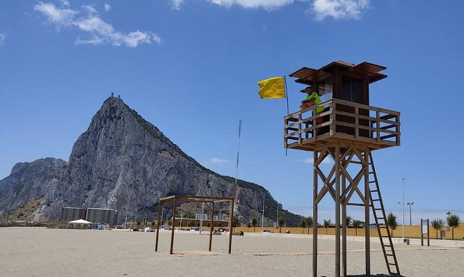 Una torre de vigilancia en una de las playas de La Línea