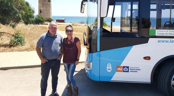 La edil linense, Raquel Ñeco, en su visita hoy al servicio de autobús