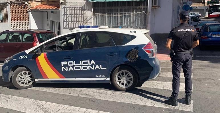 Un agente del Cuerpo Nacional de Policía