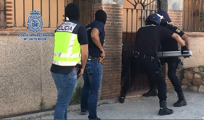 Agentes de la Policía Nacional, en plena operación antinarcos