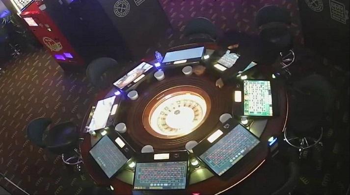 Una ruleta de uno de los salones de juego intervenidos por la Policía