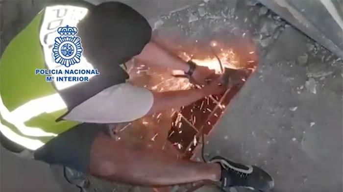 La Policía descubre zulos en viviendas de La Línea