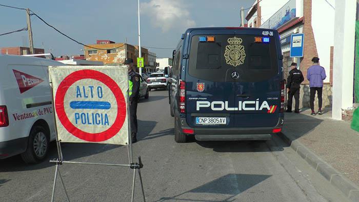Control de la policía en La Línea