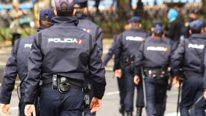 Agentes de la Policía Nacional en una actuación en La Línea. Foto: NG