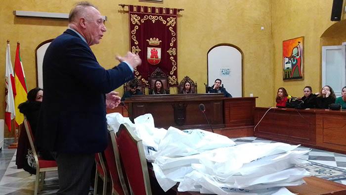 El catedrático Pablo Fernández en un momento de su intervención en San Roque
