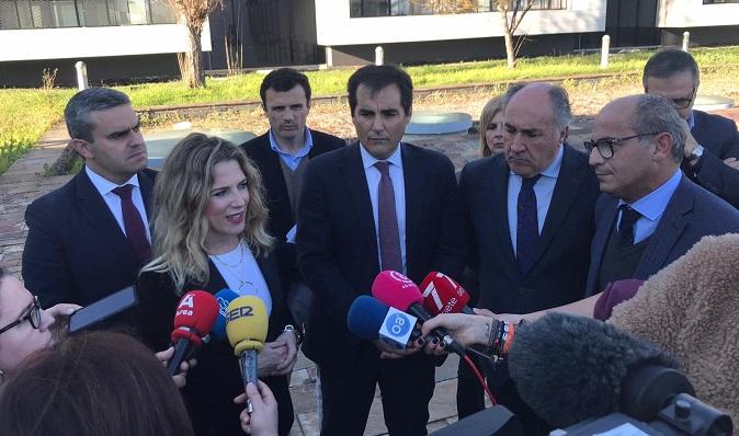 Dirigentes del PP, esta tarde, con el presidente del Grupo Transfronterizo