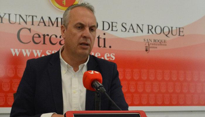 El alcalde de San Roque, Juan Carlos Ruiz Boix, durante la presentación
