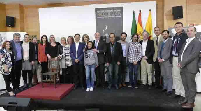 Foto de familia de la presentación de encuentro de guitarra