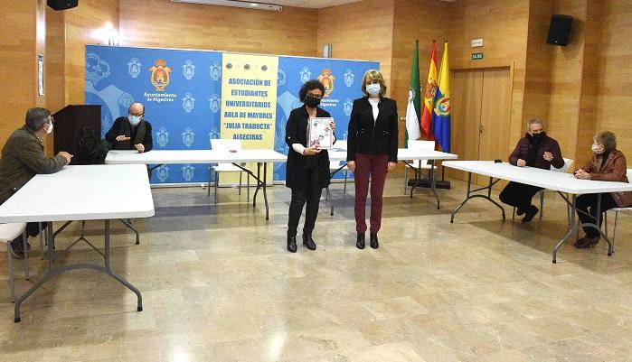 'Julia Traducta' hace entrega al Ayuntamiento de su memoria