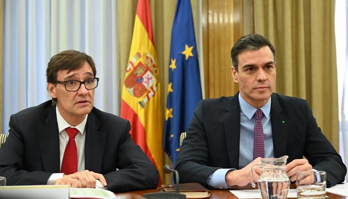 El presidente del Gobierno, Pedro Sánchez, con el ministro de Sanidad, Salvador Illa