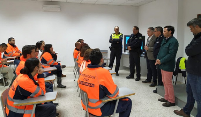 Voluntarios de Protección Civil junto a miembros del gobierno local algecireño