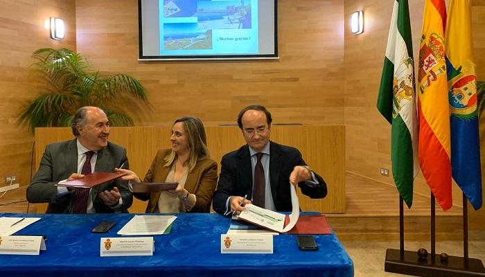 Acto en el que se firmó el protocolo entre Junta, Ayuntamiento y el puerto