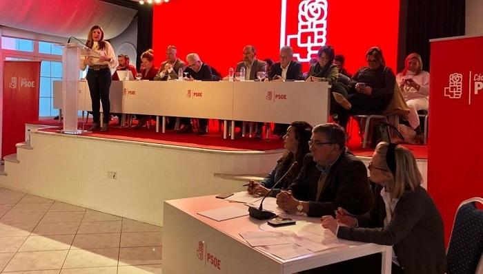 Irene García, al fondo, en su intervención de esta tarde