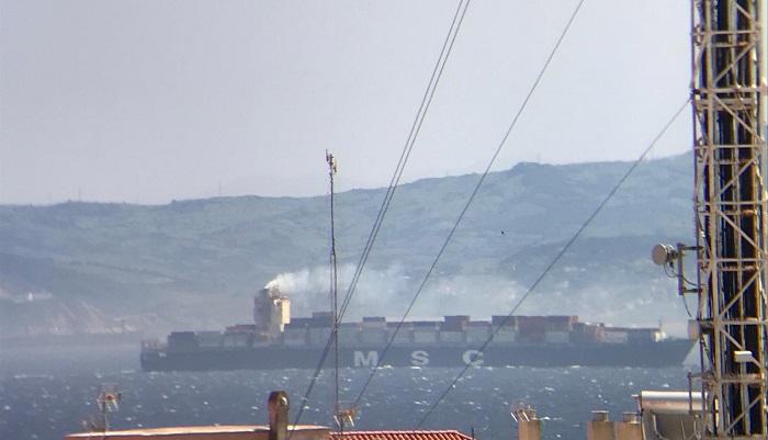 Agaden denuncia las emisiones de tres portacontenedores en el Estrecho