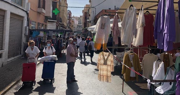 La medida también afecta a los puestos del exterior del Mercado Municipal