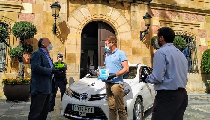 El Ayuntamiento facilita mascarillas para repartir entre los taxistas de Algeciras