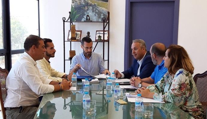Dirigentes de La Línea 100x100 y del PSOE, reunidos esta mañana