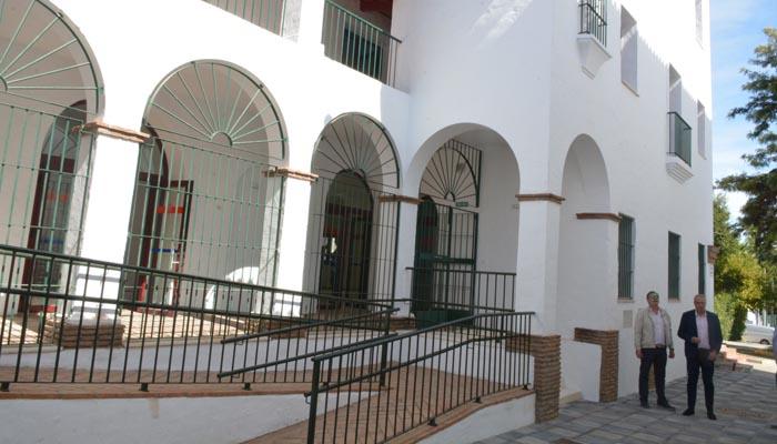 Edificio en el que se han habilitado once despachos para empresarios en Pueblo Nuevo