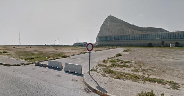 La parcela se asienta junto a Gibraltar
