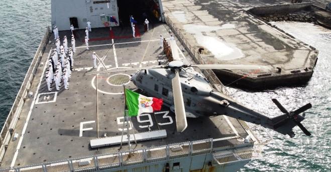 Momento del relevo en el mando de las fuerzas desplegadas en la Operación Atalanta, a bordo del 'Carabiniere' italiano. Foto EMAD