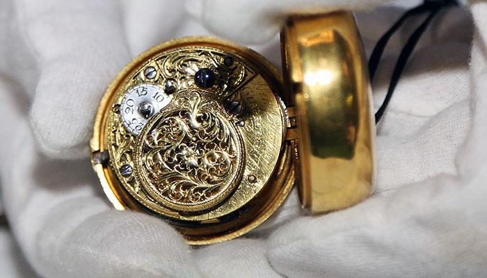 Detalle del reloj adquirido por el Museo de Gibraltar