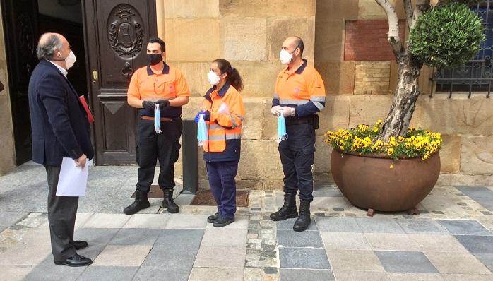 El Ayuntamiento de Algeciras reparte mascarillas entre la ciudadanía