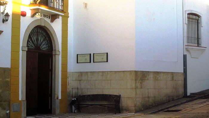 Fachada principal de la Residencia Municipal de Mayores