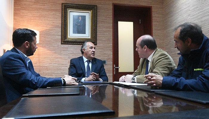 Imagen de la reunión entre Landaluce y Vaca en el Ayuntamiento de Algeciras