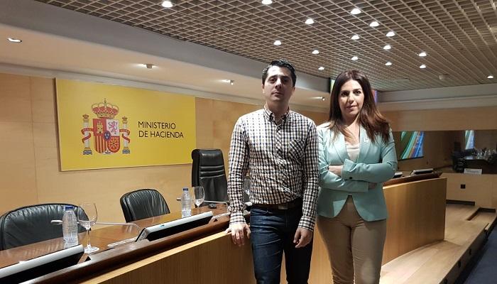 Los representantes del Ayuntamiento de San Roque, en el Ministerio de Hacienda