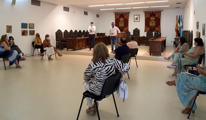 Reunión de dirigentes municipales con responsables de los centros educativos