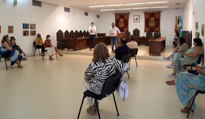 Una imagen de la reunión entre directores y responsables políticos locales