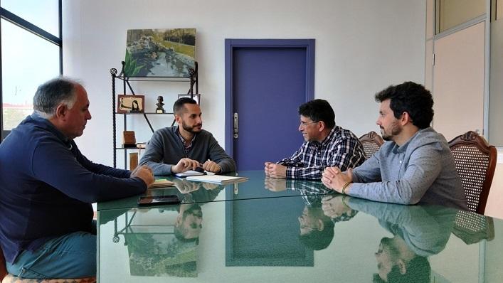 Mario Fernández y representantes de Fegadi