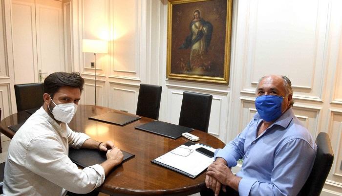 El alcalde de Algeciras se reúne con el pintor Juan Sierra