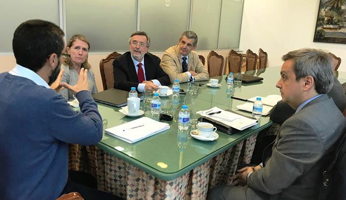 Un momento de la reunión en el Ayuntamiento de La Línea