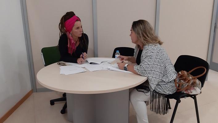 Raquel Ñeco y Rosa López, en su reunión de esta mañana