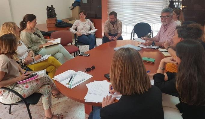 Un momento de la reunión celebrada en la concejalía de Asuntos Sociales