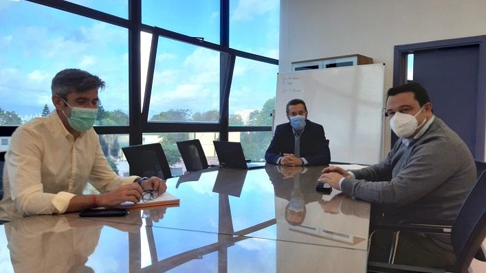 Imagen de la reunión celebrada hoy en el Ayuntamiento de La Línea. Foto: lalínea.es