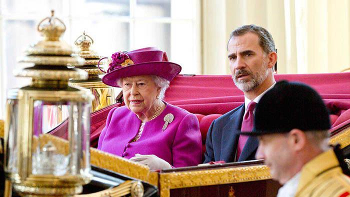 El rey Felipe VI y la reina Isabel II, en 2017