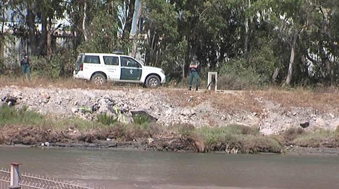 Agentes de la Guardia Civil junto al río Guadarranque