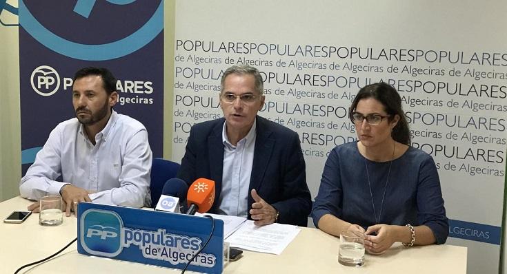 Jacinto Muñoz, en el centro junto a Javier Ros y Paula Conesa