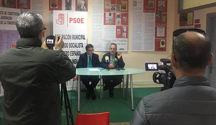 Chacón y De la Encina, en la rueda de prensa