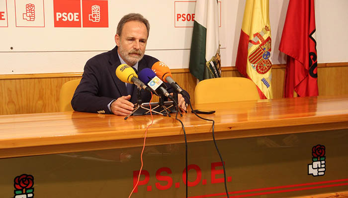 Salvador de la Encina durante la rueda de prensa