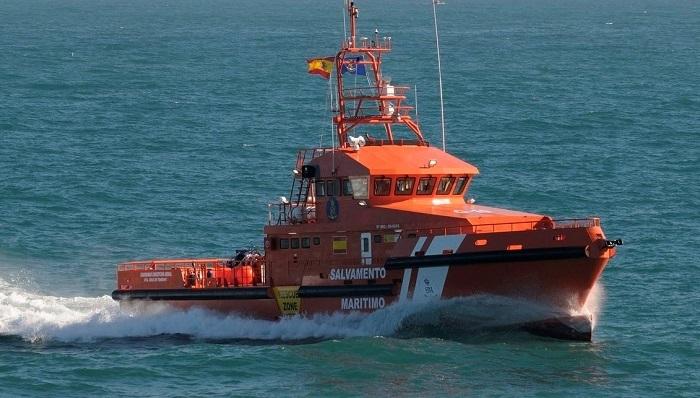 Trasladadas quince personas de una patera al puerto de Algeciras